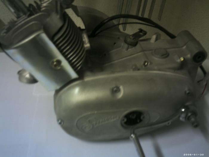 Motor nach dem Glasperlenstrahlen und Zusammenbau