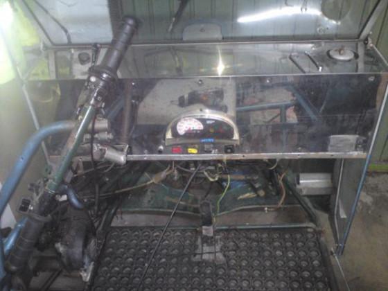 Hier nochmal schön zu sehen, das polierte Amaturenbrett. Der Akkuschrauber liegt übrigens auf der Sitzfläche.