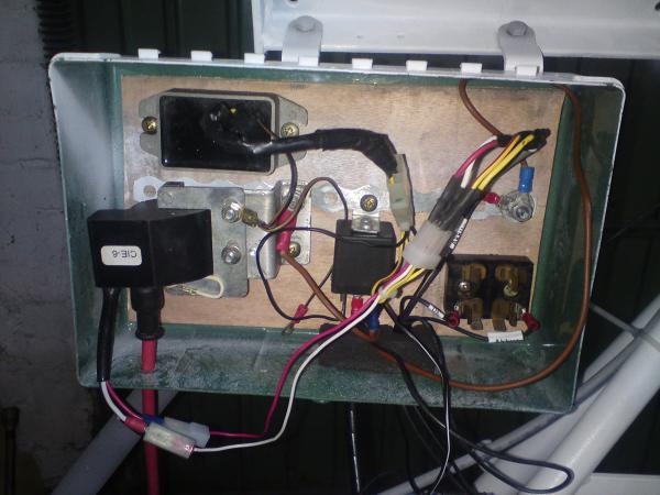 02.11.14 Bestandteile der VAPE in einem ausgedienten Verbandkasten. Dann oxidiert das nicht so  im Freien vor sich hin.