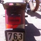 Inditz nr. 3. Rücklicht ohne Bremslicht und ein Versicherungskennzeichen von 1981.
