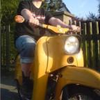 meine erstes eigenes Moped :D *stolz wie Oscar*  Ist ein Geschenk von meinem Liebsten zur bestandenen Fahrschulprüfung...eigentlich...aber ich hatte sie schon eher ^^  Alles Original. Neuer Sitzbankbezug, das wars :D  Was kommt:  Neue Trittbleche