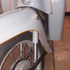 Neues Federbein montiert. Die Räder habe ich komplett (Nabe + Felge eingespeicht) sandgestrahlt und mit Klarlack überzogen.