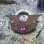 Nussbaum Rustikal  (Digital voltmeter somit immer alles im auge )